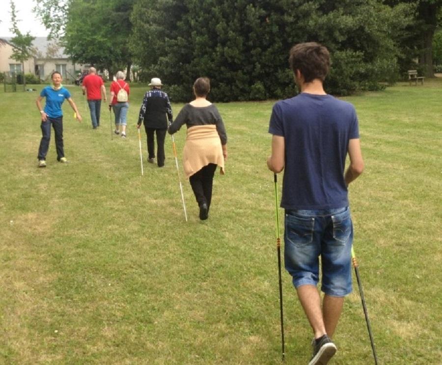 Bien vivre pour bien vieillir grâce à la marche nordique