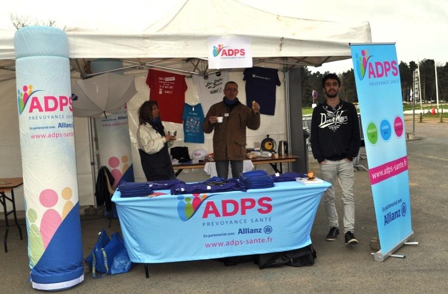 Angers: Marche Nordique pour Mars Bleu