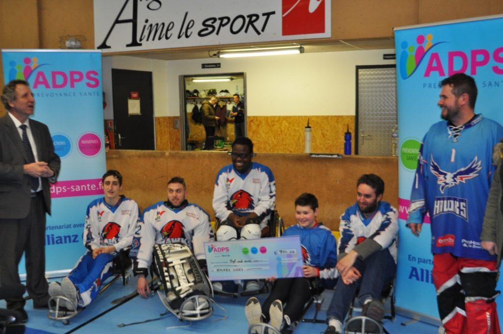Angers: un don au club de Hawk Hockey Luge