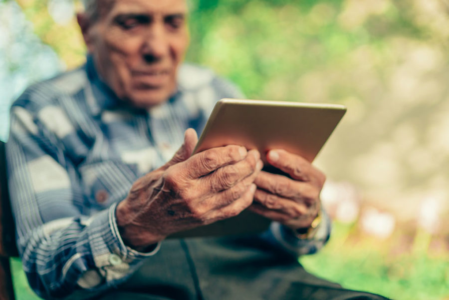 """L'ADPS mène l'opération """"Une tablette pour mon EHPAD"""""""