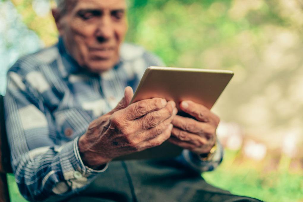L'ADPS mène l'opération « Une tablette pour mon EHPAD »