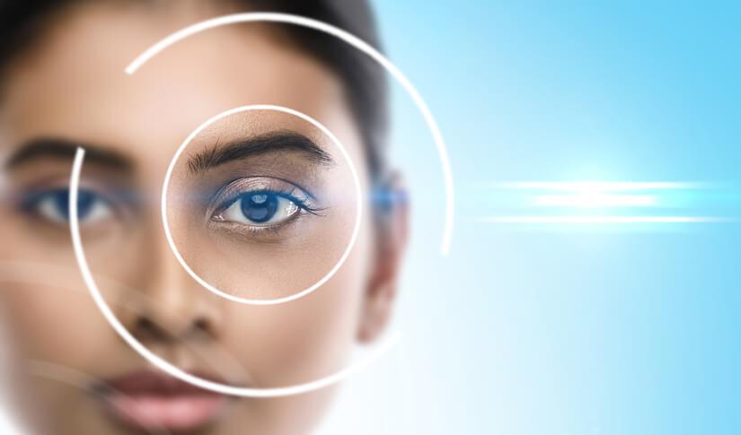 Un aveugle recouvre partiellement la vue